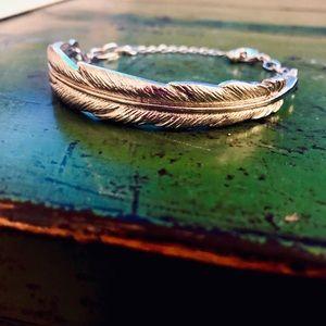 Metal feather bracelet